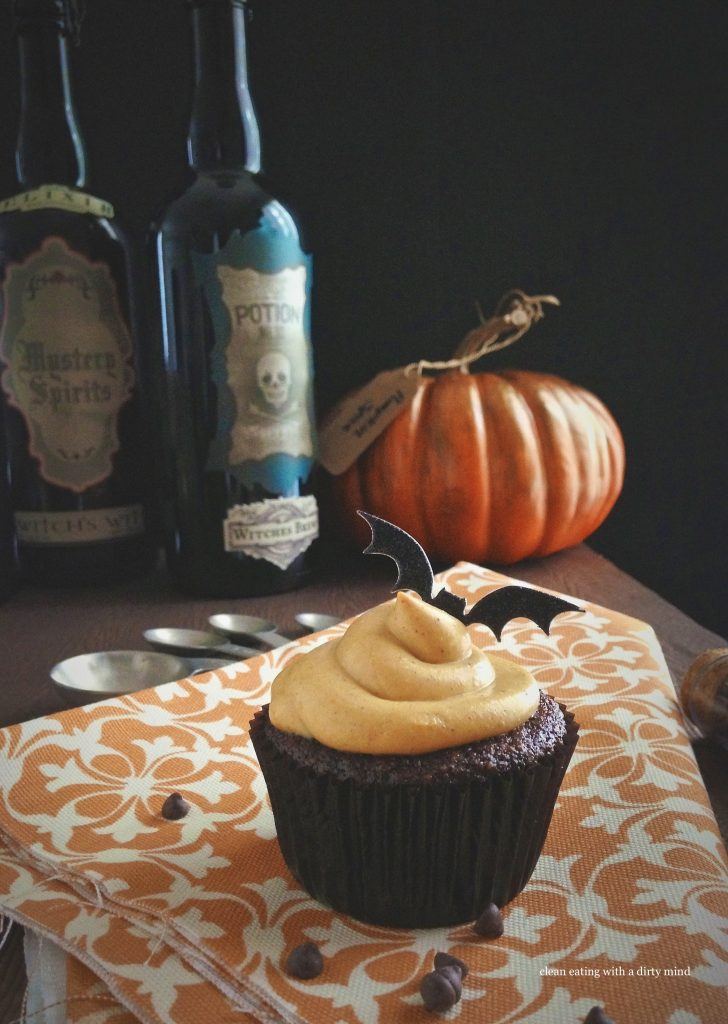 CHOCOLATE CUPCAKES WITH PUMPKIN SPICE FROSTING