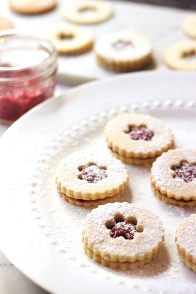 RASPBERRY HOLIDAY LINZER COOKIES