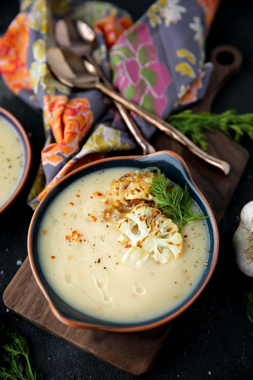 Roasted Garlic Cauliflower Soup